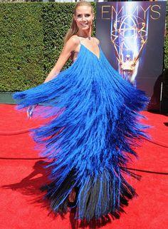 92b291e56d72 How amazing is this dress?! Heidi Klum, Vanity Fair, Celebrity Outfits,