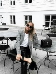 First days in Copenhagen. Scandi Style, Scandinavian Style, Copenhagen Style, Minimal Chic, Fashion Seasons, Fashion Pictures, Black Stripes, Winter Outfits, Leather Skirt