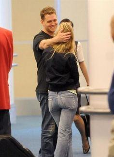 Nuevas fotos de Luisana junto a su novio Michael Buble en el aeropuerto Vancouver de Canada el 22 de - luisana-lopilato Photo