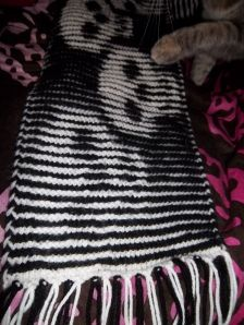 Skull illusion scarf. One of the coolest patterns ever.