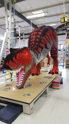 Awesome T-Rex Build - - beautiful cutest funny wild basteln lustig zeichnen Lego Display, Lego Design, Pokemon, Lego Creations Instructions, Lego Dragon, Big Lego, Lego Sculptures, Lego Animals, Amazing Lego Creations