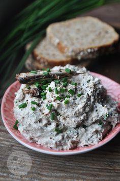 Pasta z białego sera i szprotek – Kardamonowy Salmon Burgers, Serum, Healthy Eating, Pasta, Ethnic Recipes, Food, Fitness, Spreads, Recipies
