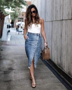 21 Trendy Outfits With Denim Skirts Denim Skirt Outfits, Outfit Jeans, Denim Skirts, Jean Skirts, Long Skirts, Denim Skirt Midi, Denim Pencil Skirt Outfit, Midi Skirt Outfit Casual, Women's Skirts