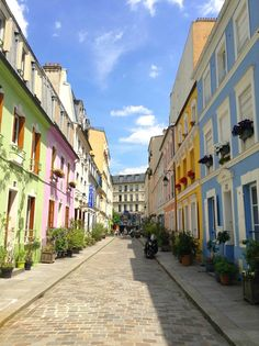 Rue Crémieux - This small pedestrian street is located in the 12th arrondissement. With its colorful houses and village vibe, it is the ideal retreat from Paris.