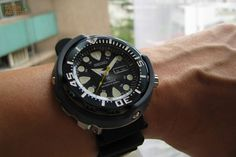 Say hello to the new 2015 Seiko Prospex Automatic Diver 'Baby Tuna' Black Cool Watches, Watches For Men, Seiko Mod, Tourbillon Watch, Seiko Diver, Seiko Automatic, Seiko Watches, Luxury Watches, Omega Watch