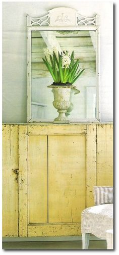 6 Ideal Hacks: Shabby Chic Garden Patio shabby chic wardrobe home.Shabby Chic Wardrobe Home vintage shabby chic home. Shabby Style, Shabby Look, Shabby Chic Homes, Shabby Chic Decor, Vintage Decor, Shabby Chic Yellow, Vintage Table, Vintage Frames, Vintage Yellow