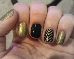 black and gold nails w/ chevron Love Nails, How To Do Nails, Fun Nails, Pretty Nails, Happy Nails, Gorgeous Nails, Black Gold Nails, Chevron Nails, Latest Nail Art
