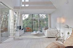 Stora fönster mot skogen