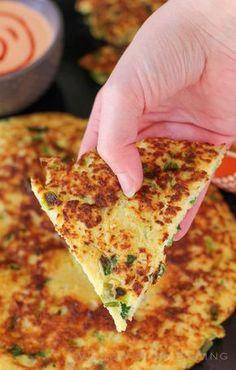 Panqueques de coliflor y cebolleta | 21 Recetas con coliflor para los que quieren dejar de comer carbohidratos