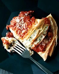 In this recipe, adapted from Wine Bar Food by Tony Mantuano and his wife, Cathy, lush ricotta-filled crepes bake in a rich marinara sauce.idk if I want to go to that much trouble to make the crepes, but it does look/sound delicious! Chef Recipes, Wine Recipes, Pasta Recipes, Italian Recipes, Cooking Recipes, Healthy Recipes, Recipe Pasta, Recipe 4, Recipe Sites