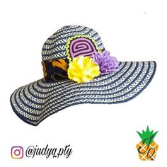 Sombrero JudyQ de Molas  sombrerodemolas  sombreros  molaspanama  molas   amarillo  morado  azul  blanco  judyq  panama  molaspty  panama  pty  Disponible ... 6b487cdeb45