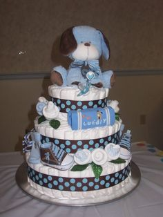 Diaper cake!...GOING TO TRY TO MAKE THIS FOR MY STEP-SISTER! :)