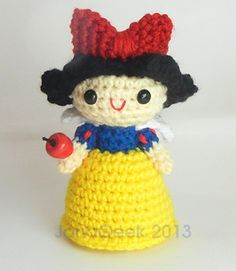 Crochet a six-inch high (15 cm) Snow White doll with the Japanese Kawaii look: big-head, small body, and super-cute face details. An easy and fast gift to make for your favorite fairy-tale-princess fan. Doll stands on its own, and pattern includes instructions for crafting an apple accessory from bake-hard clay.
