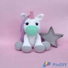 PATRON GRATIS UNICORNIO AMIGURUMI 28400 Crochet Horse, Crochet Unicorn, Crochet Animals, Crochet Dolls, Amigurumi Patterns, Crochet Patterns, Cute Pillows, Crochet Projects, Sewing Crafts