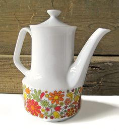Adorable vintage tea pot!