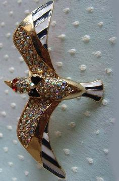 Gold Crystal Bird Two Fingers Ring