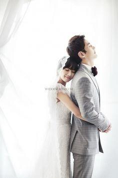 Korea Pre-Wedding Photoshoot - WeddingRitz.com » Moonlight Scooter Studio 'ARNOBO'