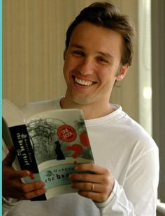Author Markus Zusak (The Book Thief). <-------YEAH KEEP SMILING MARKUS YOU KNOW WHAT YOU DID (cries in corner overwhelmed with emotion)