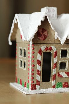 I so wanted to make some of these last year for Christmas gifts, but life was busy: Gingerbread House Gift Box Gingerbread House Parties, Christmas Gingerbread House, Christmas Paper, Christmas Projects, Winter Christmas, Christmas Time, Gingerbread Houses, Christmas Houses, Christmas Kitchen