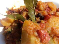 πατάτες γιαχνί με λαχανικά 001 Recipies, Pork, Favorite Recipes, Ethnic Recipes, Sweet, Recipes, Kale Stir Fry, Candy, Pigs