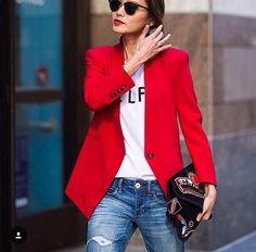 Saco rojo más jeans