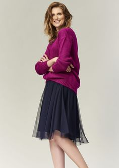 Sweater with energizing colors Cold Day, Soft Fabrics, Skater Skirt, That Look, V Neck, Skirts, Model, Sweaters, Stuff To Buy