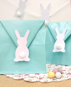 Easter Craft Ideas: Easter Egg Crafts Easter Bunny Crafts & More! Get into the Easter spirit with some fun and festive Easter Crafts! Whether you want to make Easter egg crafts or create cute little Easter bunny crafts. Bunny Crafts, Easter Crafts For Kids, Crafts For Teens, Ostern Party, Diy Ostern, Easter Gift Bags, Bunny Party, Diy And Crafts Sewing, Easter Bunny