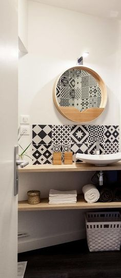 A touch of exoticism to flirt with the beautiful season by adding peel and stick backsplash with stick on tiles Black White Bathrooms, Smart Tiles, Peel And Stick Tile, Remodeled Campers, Wall Tiles, Vintage Black, Easter, Shelves, Flats