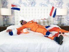Nooit meer naar huis! Win een Kingsday @ HNY VIP pakket, inclusief een overnachting in een balkonkamer, ontbijt voor twee personen, 10 muntjes en een parkeerkaart! Ga naar facebook.com/kingsdayhotelnewyork om kans te maken. Comforters, Toddler Bed, New York, Blanket, Places, Dutch, Instagram Posts, Facebook, Furniture