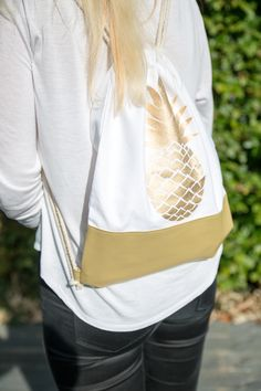 Pineapple City Bag with Leatherette #ppd #paperproductsdesign #citybag #turnbeutel #pineapple #ananas #gold #white #weiß #2go #travel #reisen #trend #fashion