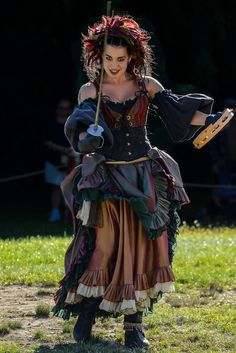 Costumes: Steampunk – Badass pirate lady thingy something at New York Renaissance Faire Medieval Clothing, Medieval Dress, Gypsy Clothing, Female Pirate Costume, Queen Costume, Toga Costume, Pirate Costumes, Renaissance Fair Costume, Renaissance Gypsy