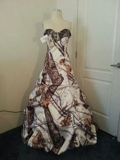 Camo dress if it had more coverage at the top i would were it love it Camo Wedding Dresses, Plus Size Prom Dresses, Black Prom Dresses, Cute Dresses, Bridesmaid Dresses, Formal Dresses, Bridesmaids, Camo Dress, Strapless Gown