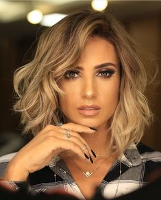 10 Stylish Medium Bob Haircuts For Women - Easy-Care Ch .- 10 Stylish Medium Bob Haarschnitte für Frauen – Easy-Care Chic – Frisuren Modelle 10 stylish medium bob haircuts for women – easy-care chic - Bob Haircuts For Women, Medium Bob Hairstyles, Chic Hairstyles, Haircut Medium, Formal Hairstyles, Ponytail Hairstyles, Hairstyles For Medium Length Hair, Medium Length Hairstyles, Straight Hairstyles
