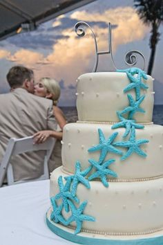Beach wedding cake; starfish