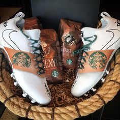 If you know me you know how much I love me some @starbucks ... Comment your fav drink for all my coffee/tea lovers ☕️☕️ CLEATS BY @mache275