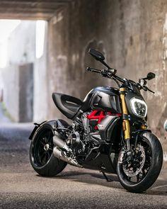 Roket Motocross — 👉🏻 New Diavel So Good To. Motos Yamaha, Yamaha Bikes, Bobber Bikes, Ducati Motorcycles, Cafe Racer Bikes, Moto Ducati, Moto Bike, Motorcycle Bike, Scrambler Moto