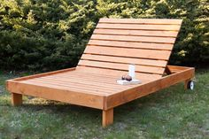 Pallet Outdoor Furniture This DIY outdoor chaise lounge from 'Black Outdoor Buffet, Outdoor Seating, Outdoor Chairs, Adirondack Chairs, Double Chaise Lounge Outdoor, Patio Chaise Lounge, Lounge Seating, Outdoor Decor, Outdoor Furniture Plans