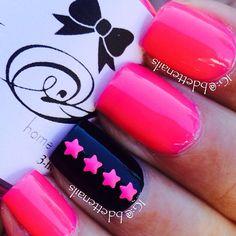 Hot pink n black.love the color combo Fabulous Nails, Gorgeous Nails, Pretty Nails, Crazy Nail Designs, Gel Nail Designs, Sparkly Nails, Bling Nails, Hot Nails, Hair And Nails