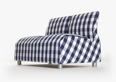 Designer Satyendra Pakhalé lifted inspiration from Hästens' approach to creating pieces of furniture that will last for decades. Inside the sofa is a double spring system not unlike those found in Hästens continental beds.