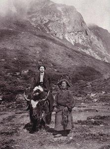 Alexandra David Neel au Tibet 1912. Alexandra David Neel fut la première personne à rapporter en France le bouddhisme tibétain.