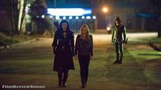 Arrow, 213 - Katrina Law, Caity Lotz and Stephen Amell