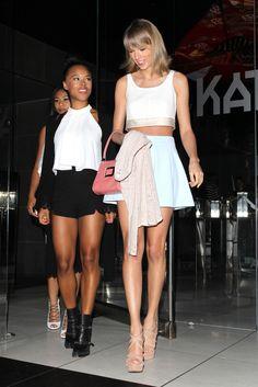 T-Swift looks hot in her warm-weather uniform