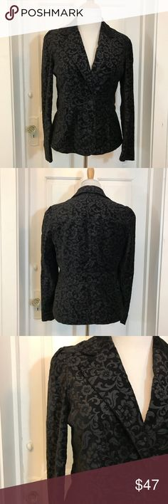 SAG HARBOR: Black Velvet One Button Floral Blazer EUC. In the process of uploading many new items! Measurements and more info coming within the next few hours. Use zoom feature to see intricate details.Please ask questions prior to purchase. And leaving a less than five star review. Your satisfaction is very important to me. Bundle up and make an offer! ❤️ Sag Harbor Jackets & Coats Blazers