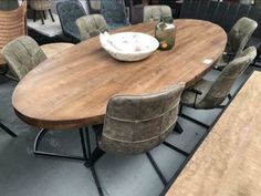 Nieuw Eettafel ovaal mango brown | Eettafels | WK Home.nl Interior And Exterior, Interior Design, Interior Ideas, Kitchen Island With Cooktop, Dining Table Chairs, Living Room, Wild Rice, Churchill, House