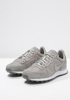 the best attitude 4aeb5 f7a4c Nike Sportswear INTERNATIONALIST PREMIUM - Sneaker low - medium  greyoffwhite - Zalando.de