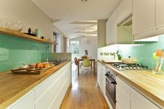 Kitchen remodelling in South Bristol : Cucina moderna di DHV Architects