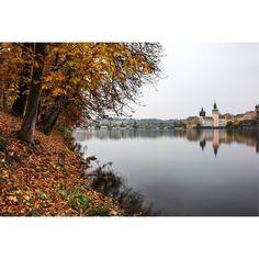Autumn Prague  #photography #czech #photo #longexposure #longexposureoftheday #autumn #charlesbridge #blackandwhitephotography #river #vltava #martingallie #sky #longexposure #longrxposure_shots #fujifilm #fujix #fujifamily #fujifilmcz #triggertrap #color #colorphotography @fujifilmcz #architecture #architecturelovers #architecturelovers #prague #fujistask #architecture