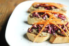 Hummus de lentejas pardinas con marinado de lombarda {Ventanas Verdes} | Natural Pulled Pork, Hummus, Natural, Ethnic Recipes, Food, Healthy Dishes, Vegetarian Recipes, Vegan, Windows