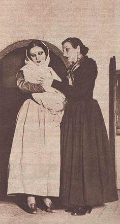 Margarita Xirgu y Pilar Muñoz en Yerma.JPG