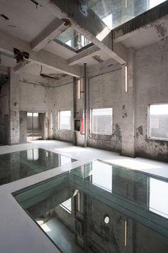 Eenvoud kan zo mooi zijn! Glasfabriek getransformeerd voor Biënnale Shenzen   Architectuur.ORG
